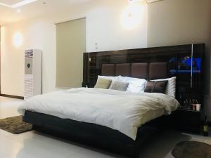 3 bedroom Flat / Apartment for shortlet Lekki Phase 1 Lekki Lagos