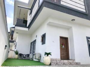 4 bedroom Detached House for shortlet agungi Agungi Lekki Lagos