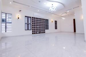 6 bedroom Detached Duplex House for sale Shoprite Osapa london Lekki Lagos