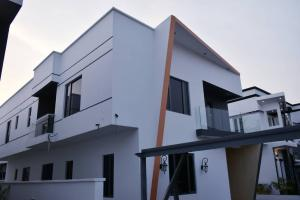 4 bedroom House for sale County Estate Ikota Lekki Lagos