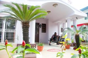 10 bedroom Shared Apartment Flat / Apartment for rent 24, Majaro Street Onike Yaba Lagos