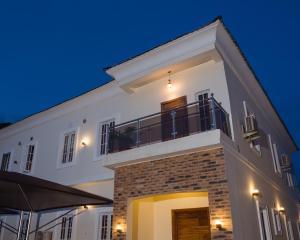 4 bedroom Semi Detached Duplex House for rent Metro homes estate  Off Lekki-Epe Expressway Ajah Lagos