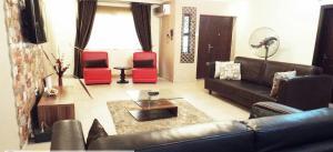3 bedroom Flat / Apartment for shortlet Off Shomide Odujirin Omole phase 2 Ojodu Lagos