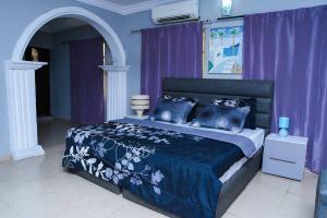 Flat / Apartment for shortlet off bodethomas street. Bode Thomas Surulere Lagos