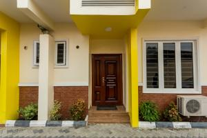 4 bedroom Terraced Duplex House for shortlet Wemabod Adeniyi Jones Ikeja Lagos