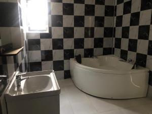 4 bedroom Terraced Duplex House for rent Lekki Lekki Phase 2 Lekki Lagos
