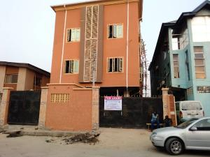 2 bedroom Blocks of Flats House for rent Lawanson Surulere Lagos