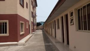 3 bedroom House for rent Aminu street, Mende Maryland. Mende Maryland Lagos