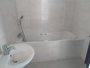 3 bedroom Flat / Apartment for sale Off palace road oniru estate Victoria island  ONIRU Victoria Island Lagos