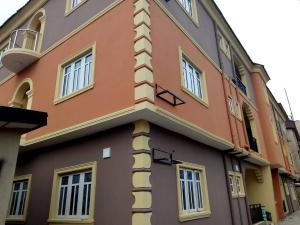 3 bedroom Blocks of Flats House for rent Off Cole street lawanson surulere Lagos  Lawanson Surulere Lagos