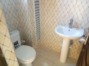 3 bedroom Flat / Apartment for rent Oke Alo Millenuim/UPS Gbagada Lagos