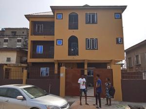 1 bedroom mini flat  Studio Apartment Flat / Apartment for rent Iwaya Onike Yaba Lagos