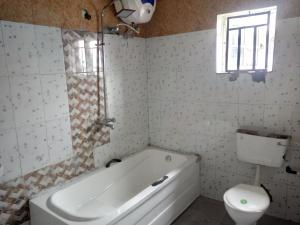 3 bedroom Shared Apartment Flat / Apartment for rent Off Staduim Road Obia-Akpor Port Harcourt Rivers