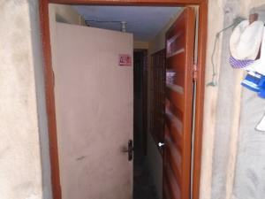 2 bedroom Blocks of Flats House for rent ishaga,off ojuelegba Ojuelegba Surulere Lagos