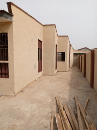 3 bedroom Shared Apartment Flat / Apartment for rent Alabidun area alakia airport Alakia Ibadan Oyo