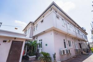 2 bedroom Blocks of Flats House for rent ... Millenuim/UPS Gbagada Lagos