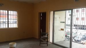 3 bedroom Flat / Apartment for rent ----- Obanikoro Shomolu Lagos