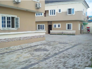 3 bedroom Flat / Apartment for rent Nice 3 bed at akala express Akala Express Ibadan Oyo