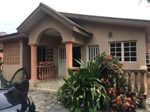 4 bedroom Detached Bungalow House for sale Trumed,Adeoyo road  Ring Rd Ibadan Oyo