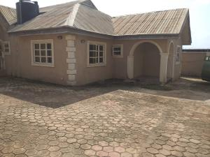 2 bedroom Blocks of Flats House for sale Ologuneru  Eleyele Ibadan Oyo