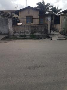 2 bedroom Semi Detached Bungalow House for sale Oyekan Street Ogunlana Surulere Lagos