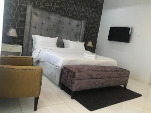 3 bedroom Flat / Apartment for shortlet Osapa london Lekki Lagos