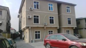 3 bedroom Blocks of Flats House for rent Estate within Sabo Yaba Lagos