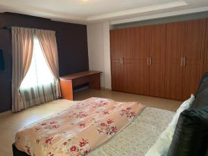 1 bedroom mini flat  Self Contain Flat / Apartment for shortlet Around 4 points palms And chicken republic ONIRU Victoria Island Lagos