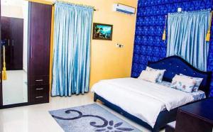 3 bedroom Flat / Apartment for shortlet Ogidi Crescent, Off Admiralty Road Lekki Phase 1 Lekki Lagos