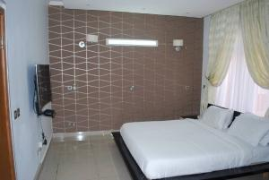 3 bedroom Flat / Apartment for shortlet Sharon Court Mosley Road Ikoyi Lagos