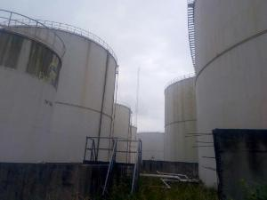 8 bedroom Tank Farm Commercial Property