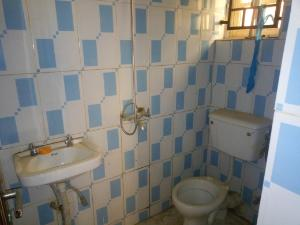1 bedroom mini flat  Flat / Apartment for rent Along cbn quarter extension after amac market Lugbe Abuja