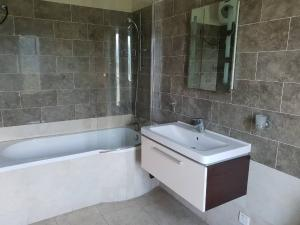 2 bedroom Flat / Apartment for rent Lawal Odunloye street ONIRU Victoria Island Lagos