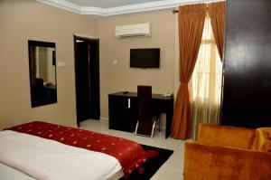 1 bedroom mini flat  Self Contain Flat / Apartment for shortlet 19 Ladipo Omotesho Cole Street, Lekki Phase 1 Lekki Lagos