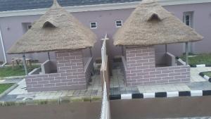 8 bedroom Semi Detached Duplex House for sale Guzape Abuja