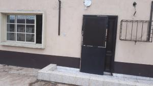 2 bedroom Blocks of Flats House for rent . Mende Maryland Lagos