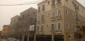 3 bedroom Shared Apartment Flat / Apartment for sale Adekunle Yaba Lagos