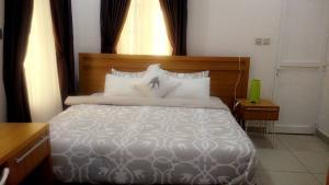 1 bedroom mini flat  Self Contain Flat / Apartment for shortlet Off adeola odeku vi Adeola Odeku Victoria Island Lagos