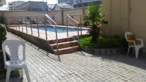 3 bedroom Shared Apartment Flat / Apartment for rent Off palace road oniru  Victoria Island Extension Victoria Island Lagos