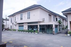 Hotel/Guest House Commercial Property for rent Ikeja GRA. Lagos Mainland  Ikeja GRA Ikeja Lagos