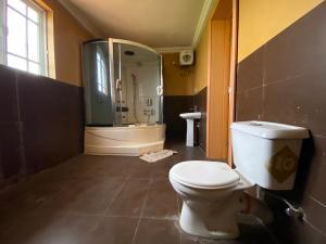 3 bedroom Terraced Duplex House for rent Lafiaji Lekki Lagos